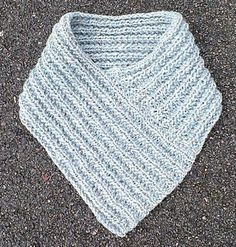 Attached picture Source by lenamarianyberg Easy Knitting, Loom Knitting, Learn To Crochet, Diy Crochet, Shawl Patterns, Sewing Patterns, Easy Yarn Crafts, Crochet Neck Warmer, Knitting Accessories