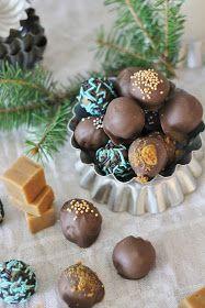Joulu lähestyy kovaa vauhtia ja täälläkin mietitään kovasti mitä lahjoja annetaan kenellekin lähimmäisille, ystäville, lasten opettaj... Christmas Is Coming, Christmas Diy, Candy Recipes, Biscotti, Coffee Shop, Food And Drink, Sweets, Chocolate, Baking