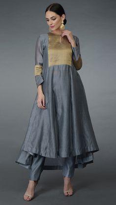 Silk Kurti Designs, Kurta Designs Women, Blouse Designs, Pakistani Dresses, Indian Dresses, Kurta Patterns, Kurta Style, Kurti Embroidery Design, Kurta Neck Design