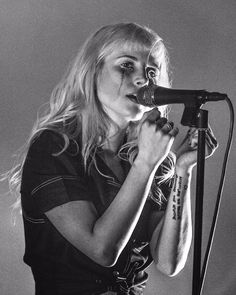 Hayley ❤️ Paramore at Bellco Theatre in Denver - Hayley Paramore, Paramore Hayley Williams, Music Love, Music Is Life, Brad Heaton, Rainha Do Rock, Taylor York, Instagram Artist, Life Is Hard
