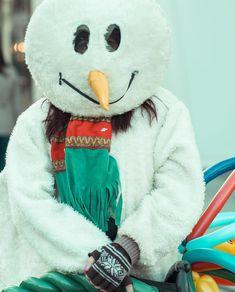 Frosty The Snowman #worlpressphoto #worldphotoorg #romaniamagica #streetphotography #street #photographer #frosty #portrait #christmas #romania #craiova