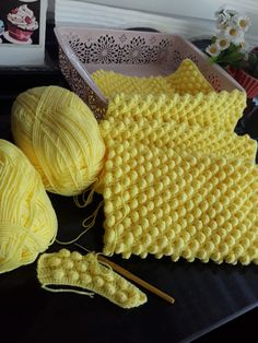 TIĞİŞİ POPCORN BEBEK BATTANİYESİ DETAYLI ANLATIMI « Sibelle Örgü Basic Crochet Stitches, Knit Crochet, Baby Blanket Crochet, Baby Knitting Patterns, Baby Dress, Tote Bag, Handmade, Crafts, Pillow Covers