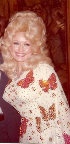 Dolly Parton: gorgeous and busty Beautiful Celebrities, Beautiful Actresses, Beautiful Women, Dolly Parton Young, Dolly Patron, Dolly Parton Pictures, Float Like A Butterfly, Voluptuous Women, Hello Dolly
