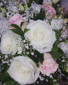 Pure White Roses ... #rose #purewhite #whiteroses #pinkroses #flowershot #flowers #instaflower #flowerlovers #gypsophila #loveroses #smells #weddingdeco #weddingflowers #inspiration #lovenature #loveflowers #summerwedding #weddingingreece #thessaloniki White Roses, Pink Roses, Love Flowers, Wedding Flowers, Greece Wedding, Gypsophila, Girl Cakes, Pure White, Flower Art