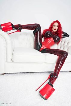 Extreme High Heels, Latex Catsuit, Sexy Latex, Leather Dresses, Red Hair, Tights, Hair Beauty, Disney Princess, Disney Characters