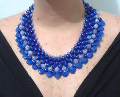 Maxi colar trançado em vários tons de azul
