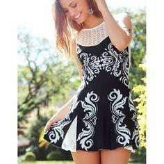 Bom dia feriado!!  Fofura de dress que acaba de chegar! detalhe lindo de renda nas costas, já no site ✨Vestido Tricô West P&B✨