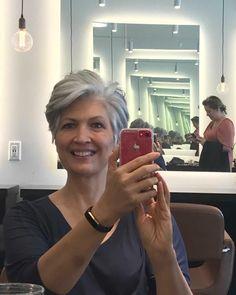 Short Grey Haircuts, Modern Short Hairstyles, Short Choppy Hair, Short Hair With Layers, Older Women Hairstyles, Short Hair Cuts For Women, Short Silver Hair, Grey Curly Hair, Curly Hair Styles