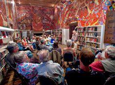 San Miguel de Allende cuenta con la segunda Biblioteca Pública más grande de México, encargada de poder ofrecer una lectura enriquecedora para los habitantes, tanto en inglés como en español, la biblioteca cuenta con: teatro, salón de computo y un patio interior.