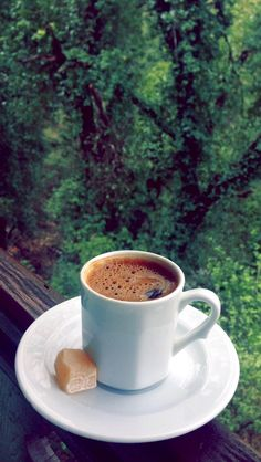 Strong coffee and a view. Coffee Music, Coffee And Books, My Coffee, Coffee Drinks, Coffee Cups, Coffee Travel, Good Morning Coffee, Coffee Break, Planet Coffee