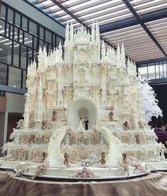 Fairytale wedding cake by Levonelle Bakery! This is a showpiece cake your guests will NEVER stop talking about! Enjoy RUSHWORLD boards, WEDDING CAKES WE DO and UNPREDICTABLE WOMEN HAUTE COUTURE. Follow RUSHWORLD on Pinterest! New content daily, always something you'll love!