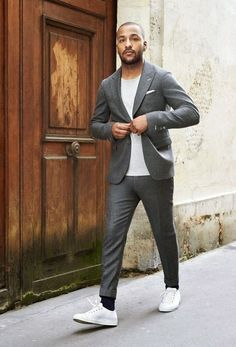 Esporte Fino. Macho Moda - Blog de Moda Masculina: Esporte Fino Masculino, Dicas para Inspirar! Moda Masculina, Roupa de Homem, Moda para Homens, Costume Cinza, Camiseta Lisa, Sneaker Branco,