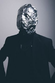 argentum, Thobias Malmberg- using other materials to disguise the human face.