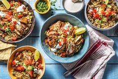 Bell peppers and green onions pair perfectly with tender chicken for a fun fajita bowl that comes together with our fabulous Mexican seasoning. New Recipes, Dinner Recipes, Healthy Recipes, Fajita Bowls, Burrito Bowls, Mexican Seasoning, Hello Fresh Recipes, Breakfast Lunch Dinner, Recipes