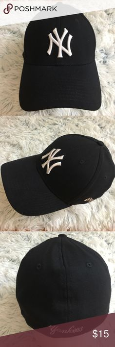 New York Yankees Navy New Era 39 Thirty Hat New York Yankees Dark Navy New Era 39 Thirty Hat in excellent condition. The size is Small - Medium New Era Accessories Hats
