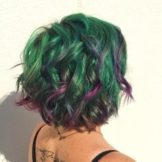 Hairstylists across the U. have been taking inspiration from the popular plant to create purple-and-green succulent hair colors and braids. Purple And Green Hair, Green Hair Colors, Short Green Hair, Dye My Hair, New Hair, Exotic Hair Color, Hair Colour, Natural Hair Styles, Short Hair Styles
