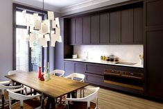 One can always enjoy a little interior eye candy - especially when it's a retro modern apartment design, like this place. Apartment Kitchen, Apartment Interior, Kitchen Interior, Black Kitchens, Home Kitchens, Small Gallery Kitchen, Upper Cabinets, Kitchen Cabinets, Wall Cabinets