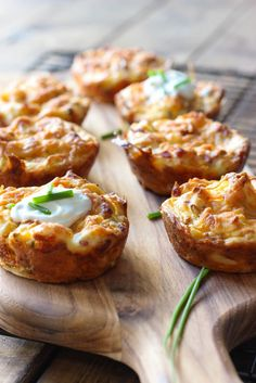 Work some magic on your mashed potatoes with mashed potato puffs! These loaded potato puffs will breathe some new life into your leftover mashed potatoes! Potato Dishes, Potato Recipes, Food Dishes, Potato Soup, Side Dishes, Leftover Mashed Potatoes, Cheesy Potatoes, Baked Potatoes, Russet Potatoes
