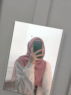 Niqab Fashion, Modern Hijab Fashion, Hijabi Girl, Girl Hijab, Stylish Girls Photos, Stylish Girl Pic, Foto Snap, Hijab Hipster, Beautiful Girl Facebook