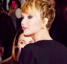 Side Swept Inverted Pixie Bob Hairdo with Long Bangs