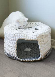 "BUY THIS AND MAKE ME FOR XMAS!!! Crochet PATTERN - Chunky T-shirt Yarn Pet Cave / Cat Bed, Tarn, Tshirt Yarn (16"" diameter and 8"" high)"