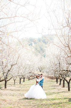 Blanco y Caramelo: BODA SECRETA ENTRE ALMENDROS / ELOPEMENT WEDDING