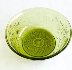 Green Glass Vintage Flower Bowl, Daisy Flower Design, 1970's Glass  #GreenVintageBowl @Olly Z. Z. Olly Oxen Free