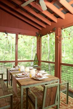 Listen In - Inspired by Nature - Southernliving. A screened porch on the back of the house is decked out for dining. Overlooking the woods and lake, dinner music is the chirping of birds and the splash of fish. The tin roof and vaulted ceiling overhead make light rain most delightful.