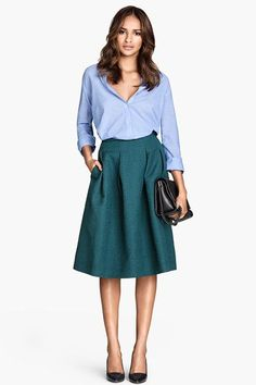 Choosing the right clothes for your body type is not an easy task. Here are some great fashion tips for pear shaped body in order to make y...