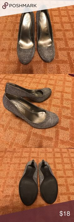 Mootsies Tootsies Sliver Heels Size 7.5. Add the perfect sparkle to your outfit with these Mootsies Tootsies Sliver Heels. Only been worn once they are like brand new. mootsies tootsies Shoes Heels