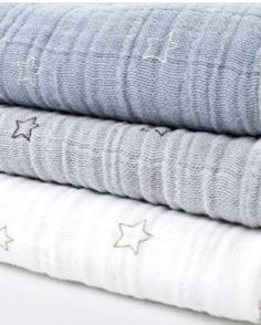 Bamboo organic swaddles in blue, grey and white (120x120 cm), available at swaddle-blankets.com