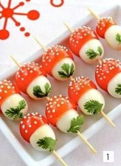 Paddestoel van tomaat en mozzarella