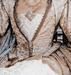 galaeriel: இ (medieval/renaissance style dress) Queen Aesthetic, Princess Aesthetic, Belle Aesthetic, Story Inspiration, Character Inspiration, Writing Inspiration, Nicolas Le Floch, Cow Girl, Royal Princess