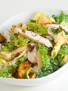 Ingredients pound bacon rashers 4 skinless boneless chicken breast halves, cut into strips 1 tablespoon of olive oil 1 cos lettuce 2 handfuls of croutons cup Caesar salad. Healthy Salads, Healthy Eating, Healthy Recipes, Cat Recipes, Good Food, Yummy Food, Tasty, Chicken Caesar Salad, Wrap Sandwiches