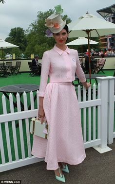 A lady plumps for a pretty pink ensemble and a quirky top hat on day 3 at Royal Ascot, 2014 Ladies Day Outfits, Glamouröse Outfits, Ascot Ladies Day, Fashion Outfits, Ascot Outfits, Ladies Hats, Women's Fashion, Ascot Dresses, Races Outfit
