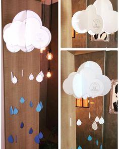 """Nosso novo móbile de nuvem em acrílico traz o charme de uma chuva de verão para dentro de sua casa. Com gotas coloridas, é impossível não """"lavar a alma"""" só de olhar! Disponível em diferentes cores e tamanhos.  Acesse nosso Pinterest e aproveite para """"pinar"""" nossos produtos! br.pinterest.com/lojadromdesign  #lojadromdesign #customdesign #design #acryllic #colorful #cloud #mobile #lasercut #laserengraving"""
