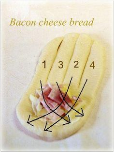 編みパン成形1 Japanese Hot Dog, Japanese Bread, Dog Bread, Bread Art, Homemade Bread Buns, Japanese Bakery, Bread Shaping, Savory Pastry, Pie Crust Designs