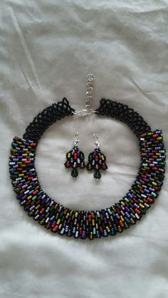 Collar y aretes multicolor Seed Bead Necklace, Seed Bead Jewelry, Bead Jewellery, Beaded Necklace, Beaded Bracelets, Necklaces, Bead Embroidery Patterns, Seed Bead Patterns, Beaded Bracelet Patterns