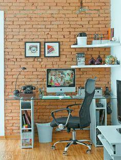 Papel de parede no pedaço dedicado ao home office. Home office: 30 ambientes pequenos e práticos - Casa