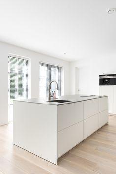 Kitchen Pantry Design, Interior Design Kitchen, Kitchen Island With Sink, Kitchen Dinning, Design Moderne, Cuisines Design, Minimalist Home, Home Kitchens, Sweet Home