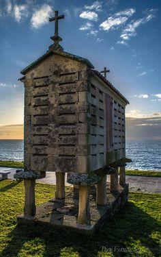Hórreo en Porto do Son. Aragon, Places Around The World, Around The Worlds, Places To Travel, Places To Visit, Christian World, Vernacular Architecture, Countries To Visit, Balearic Islands