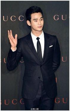 มาดเท่ๆๆ ก็ได้  140408 #KimSooHyun at #GUCCI Charity Event  ❤❤ #김수현 #KSH (cr: on pic)