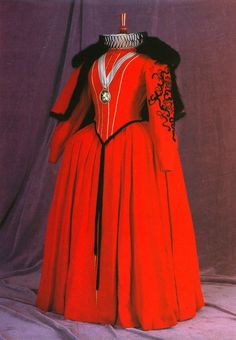 Costume designed by Mary Wills for Bette Davis in The Virigin Queen Reign Fashion, Fashion Tv, Fashion History, Fashion Design, Fashion Trends, Classic Fashion, Avengers 2012, Theatre Costumes, Movie Costumes