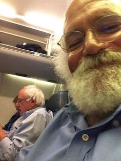 Bernie flies coach again...What a contrast to Hillary's private jet.... - Democratic Underground