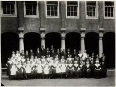 Sint Luciënsteeg 27 Burgerweeshuis ca 1914 Collectie Stadsarchief Amsterdam #NoordHolland #Amsterdam #wezen #burger