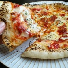 """Simple recipe for """"pizza dough"""" to be made without fermentation! From fluffy to crispy-macaroni – Pizza Ideas Pizza Recipes, Cooking Recipes, How To Make Pizza, Pizza Dough, Love Food, Sandwiches, Bakery, Easy Meals, Snacks"""