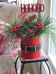Paint a tin can make a fabric or paper belt glue it on ad flowers and bam an easy peezy christmas decoration Large Outdoor Christmas Decorations, Cheap Christmas Crafts, Christmas Planters, Crafts Cheap, Christmas Greenery, Simple Crafts, Holiday Crafts, Christmas Centrepieces, Xmas Decorations