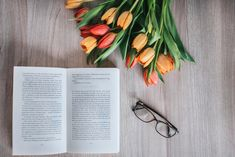 #reading #book #flower #tulip Tulips, Reading, Flowers, Books, Photography, Libros, Photograph, Book, Fotografie