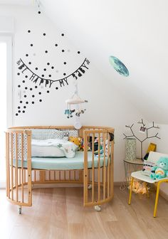 Mint Green in Nursery and Kids' Rooms - tips and ideas for using this colour on walls, decor accents, bedding, furniture, wallpaper. Nursery Wall Decor, Nursery Room, Kids Bedroom, Baby Room, Bedroom Decor, Playroom Design, Nursery Design, Wooden Cribs, Nursery Inspiration