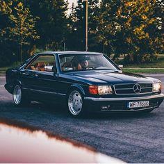 Mercedes Benz – One Stop Classic Car News & Tips Mercedes 124, Mercedes Benz Coupe, Classic Mercedes, Merc Benz, Retro Cars, Dream Cars, Classic Cars, Magazine, Sl Logo